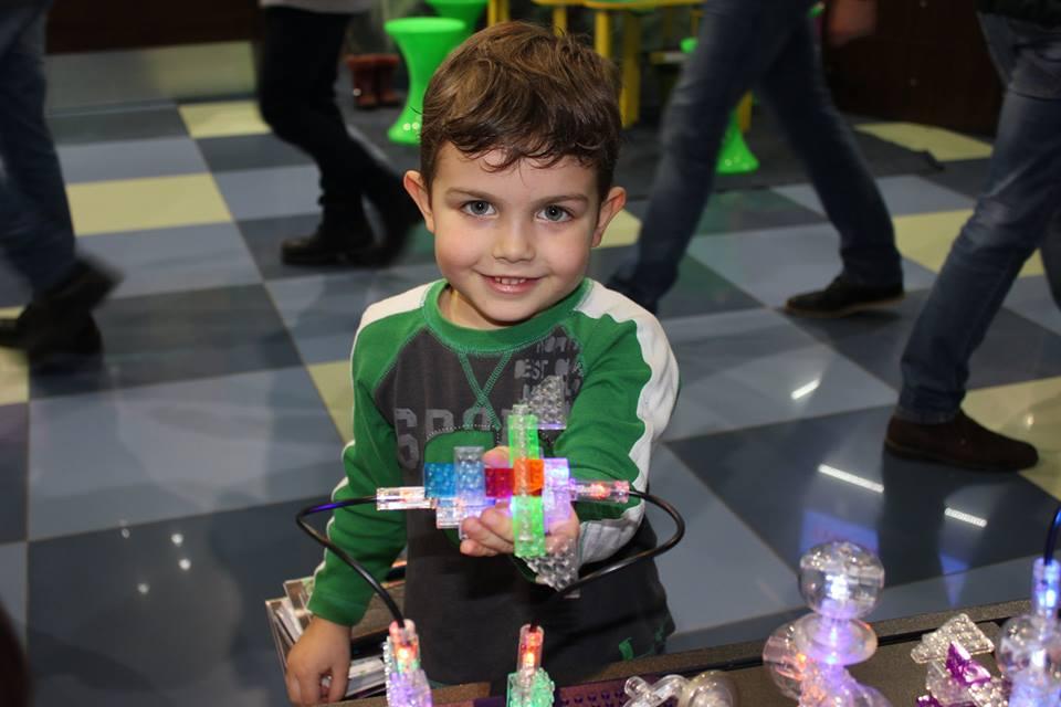 Laser Pegs: діти сяють від щастя!