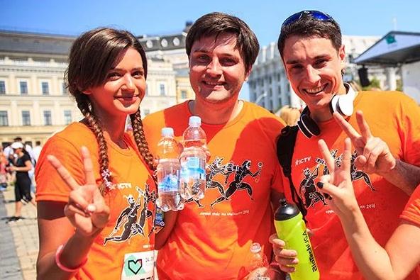 Оксана Гутцайд та Антон Равицький запрошують у команду.