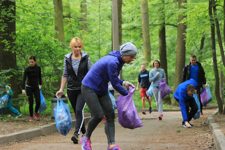 Плогеры собрали более 30 пакетов мусора в парке «Нивки» - photo